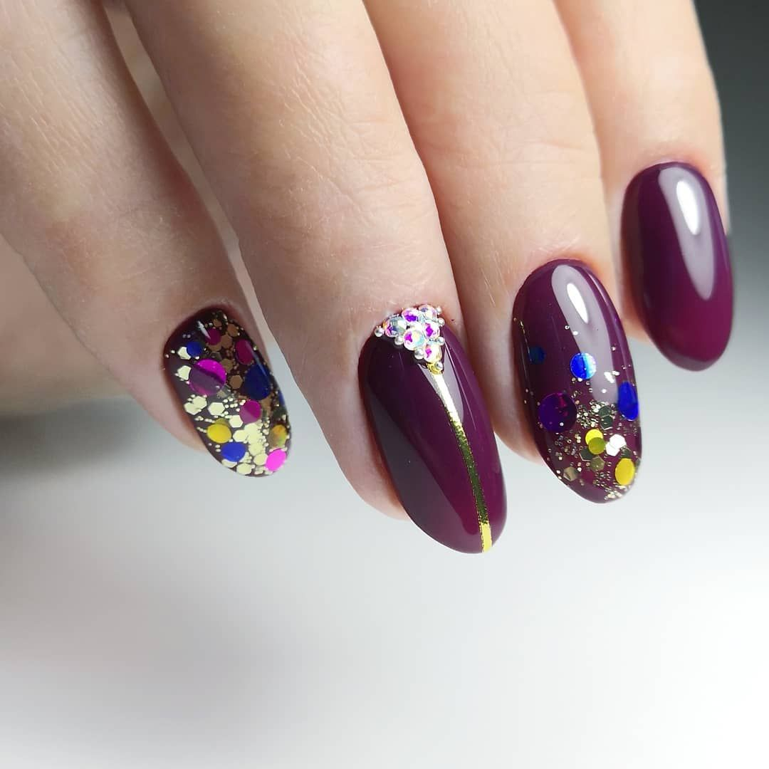 нестандартной дизайн ногтей с пайетками фото видит